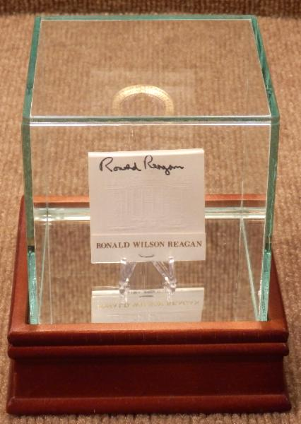 NEW ITEM Ronald Reagan Rare Signed White House Matchbook with Display Case